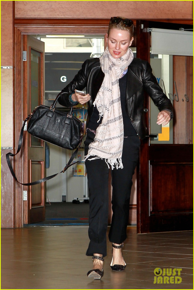 naomi watts gets all pampered for oscars sunday 093062436