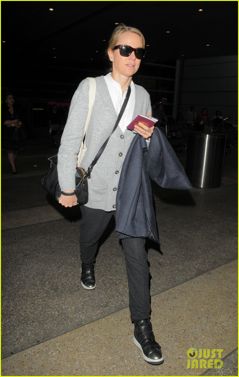 naomi watts back in america after quick trip to milan 01
