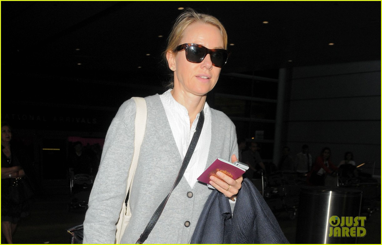 naomi watts back in america after quick trip to milan 033059460