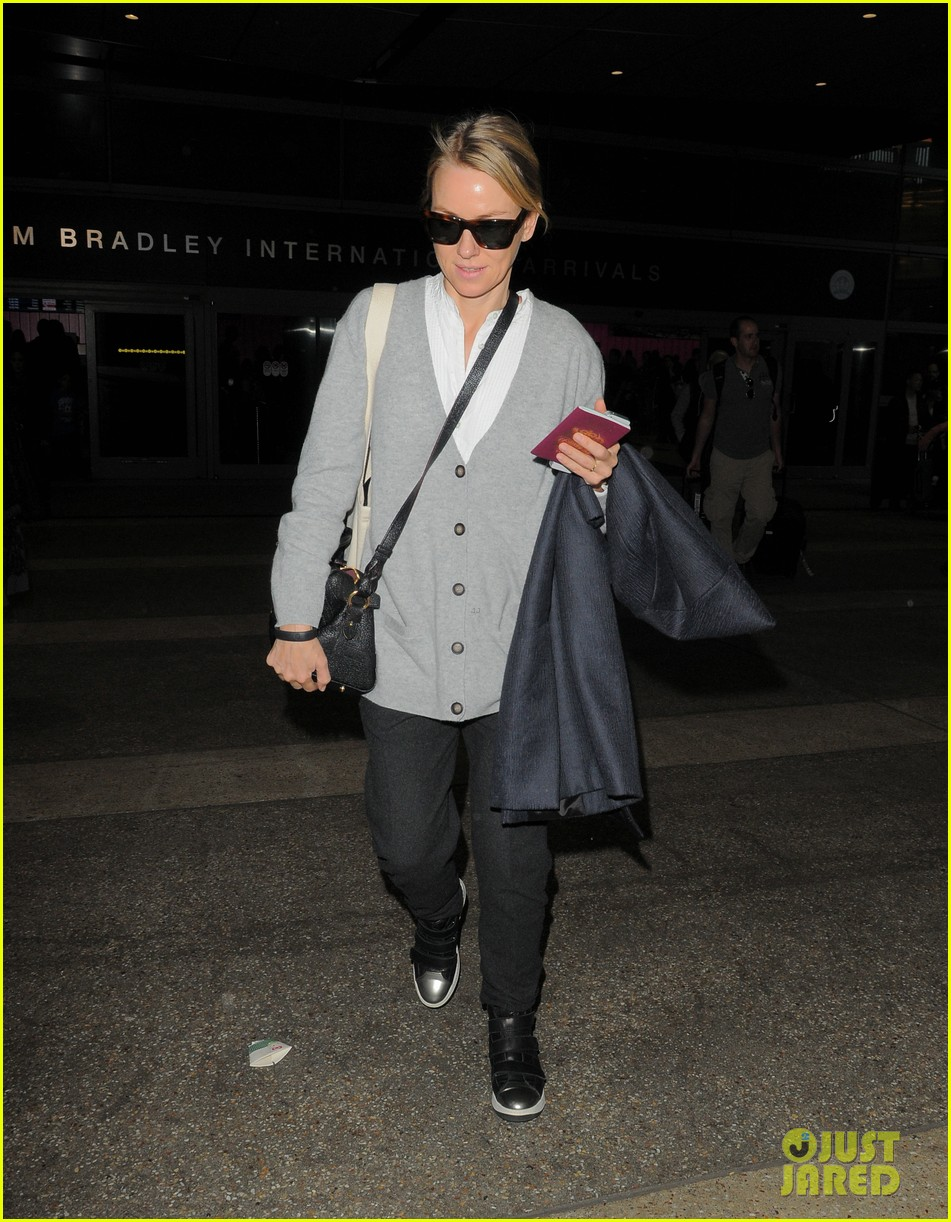 naomi watts back in america after quick trip to milan 043059461