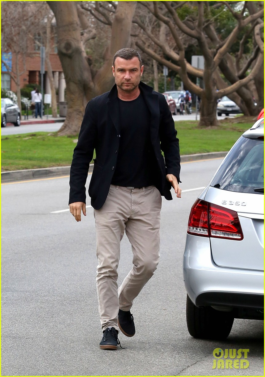 naomi watts liev schreiber separate sunday outings 023046748