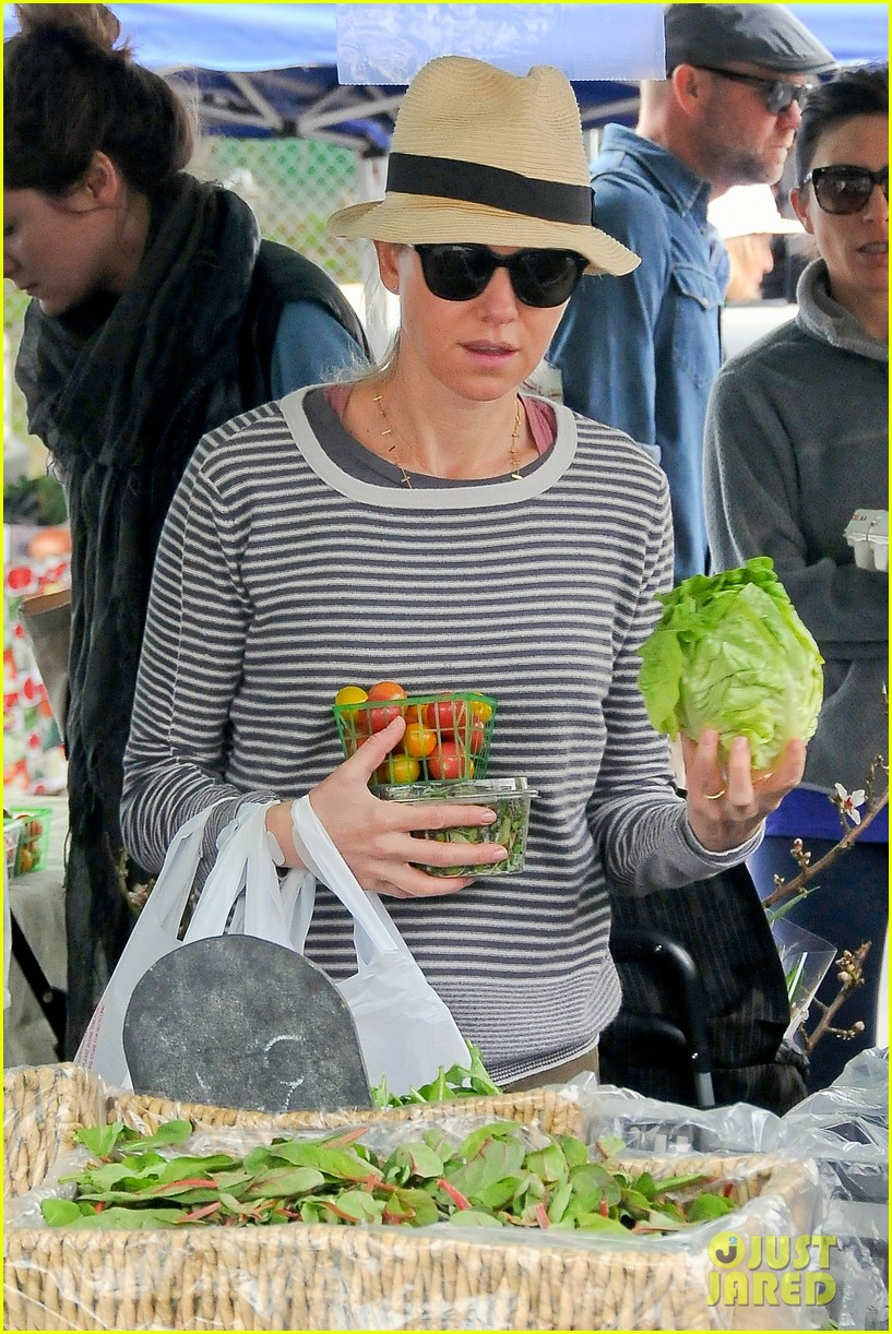 naomi watts liev schreiber separate sunday outings 113046757