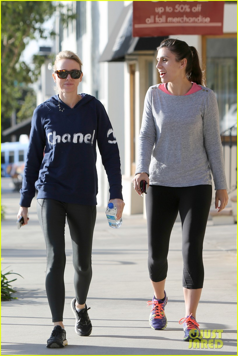 naomi watts works to keep her body in tip top shape 233057227