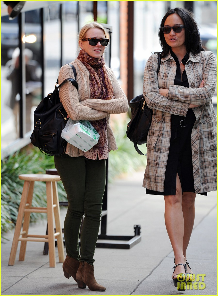 naomi watts works to keep her body in tip top shape 253057229