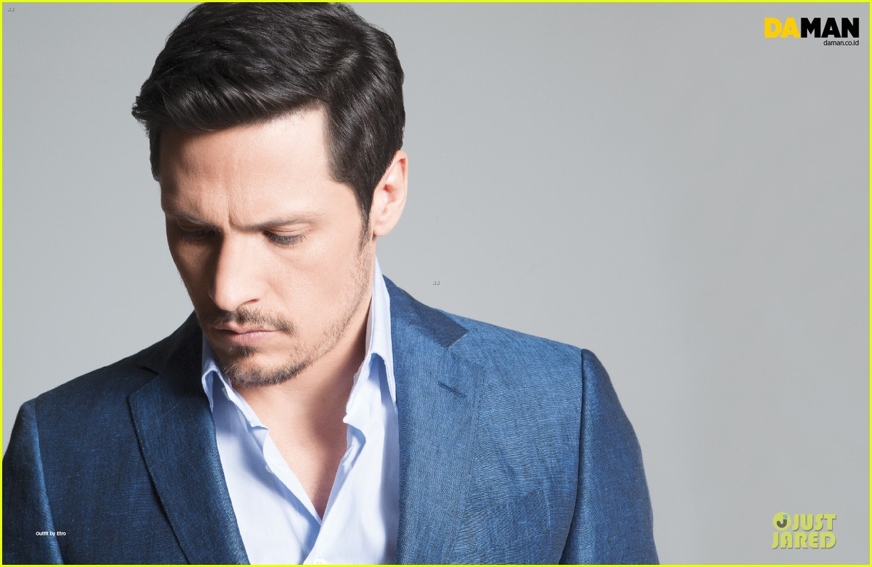 nick wechsler flashes shirtless abs for da man magazine 103047301