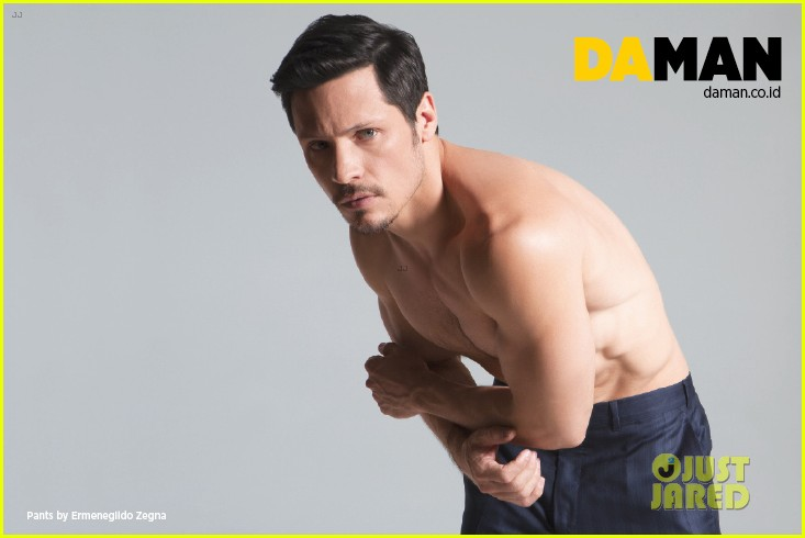 nick wechsler flashes shirtless abs for da man magazine 123047303