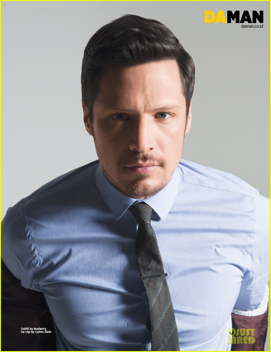 nick wechsler flashes shirtless abs for da man magazine 133047304