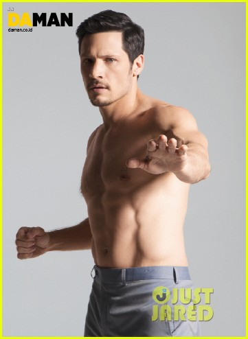 nick wechsler flashes shirtless abs for da man magazine 153047306
