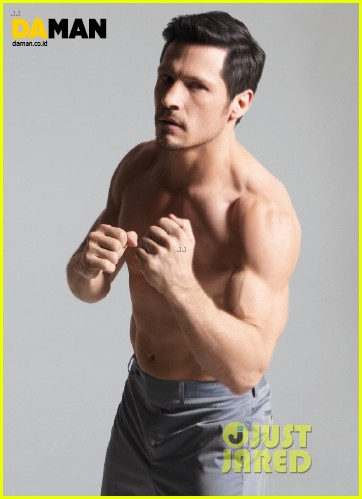 nick wechsler flashes shirtless abs for da man magazine 163047307