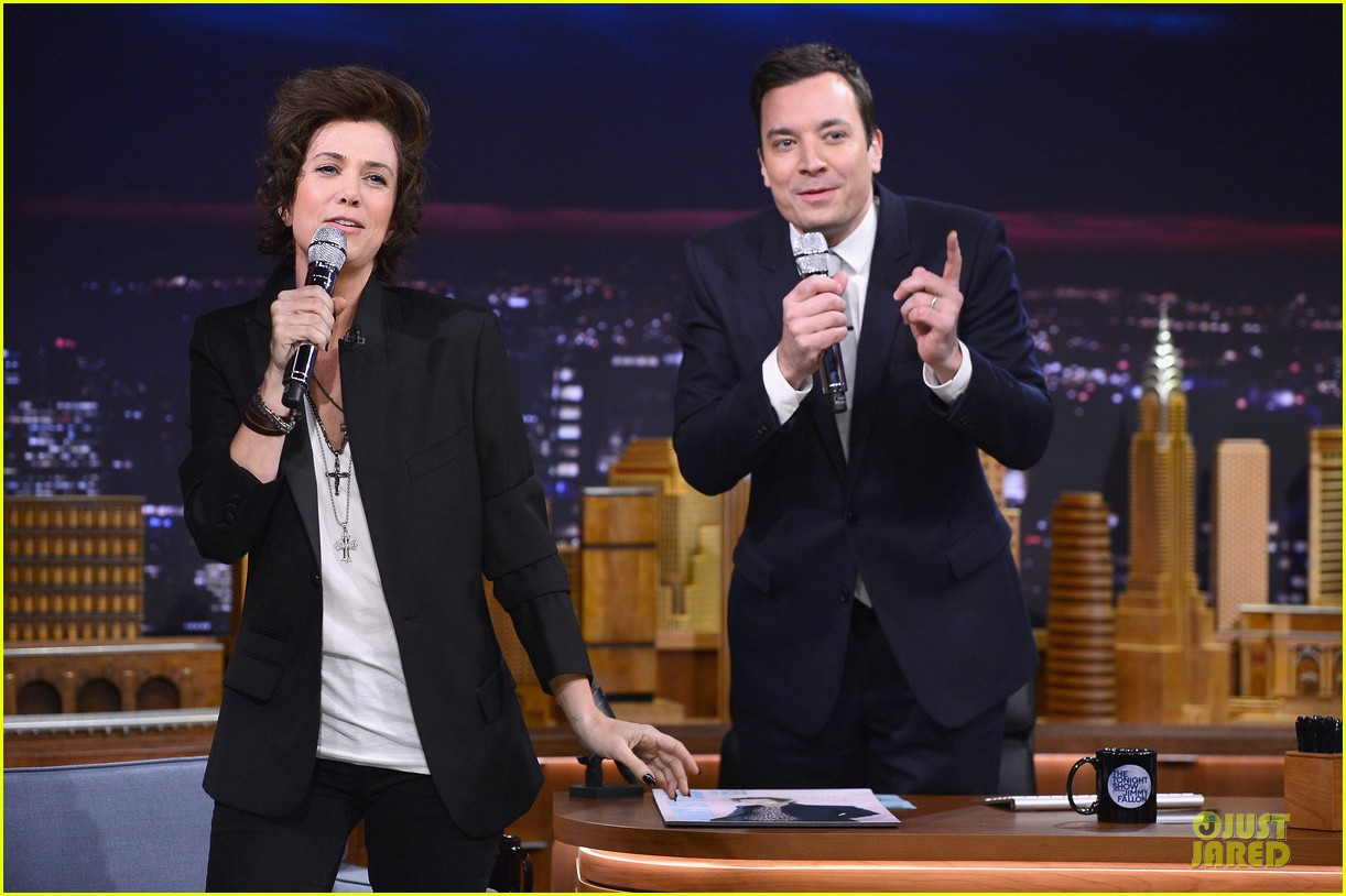 kristen wiig channels harry styles on tonight show with jimmy fallon 08