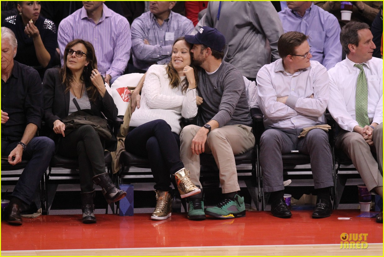 olivia wilde jason sudeikis passionately kiss at clippers game 223056114