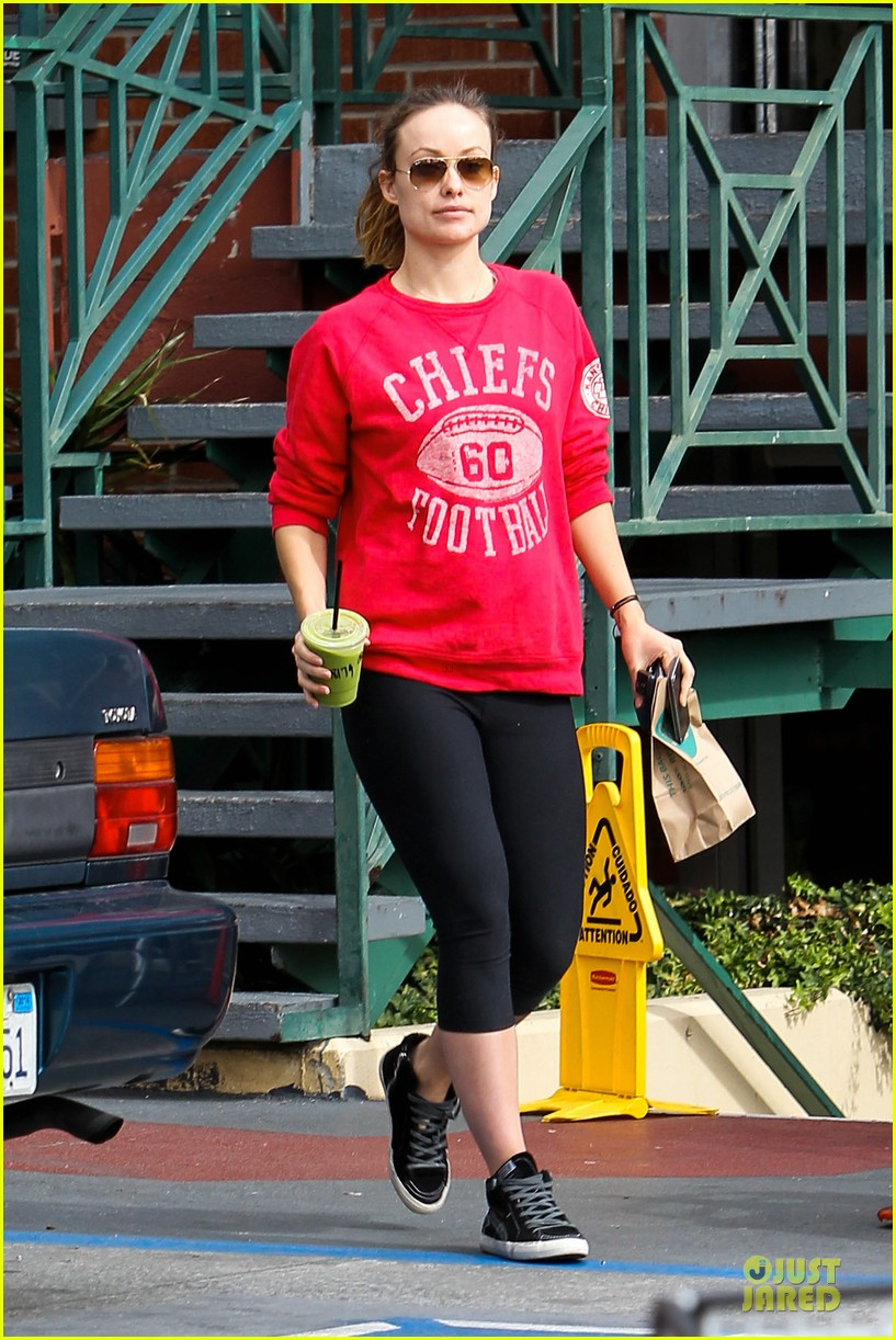 olivia wilde rocks p6 hat to protest russia anti gay law 013049423