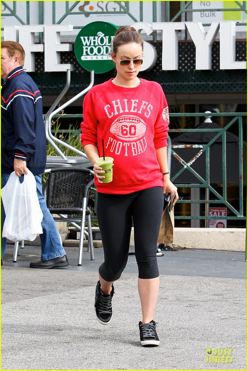 olivia wilde rocks p6 hat to protest russia anti gay law 103049432