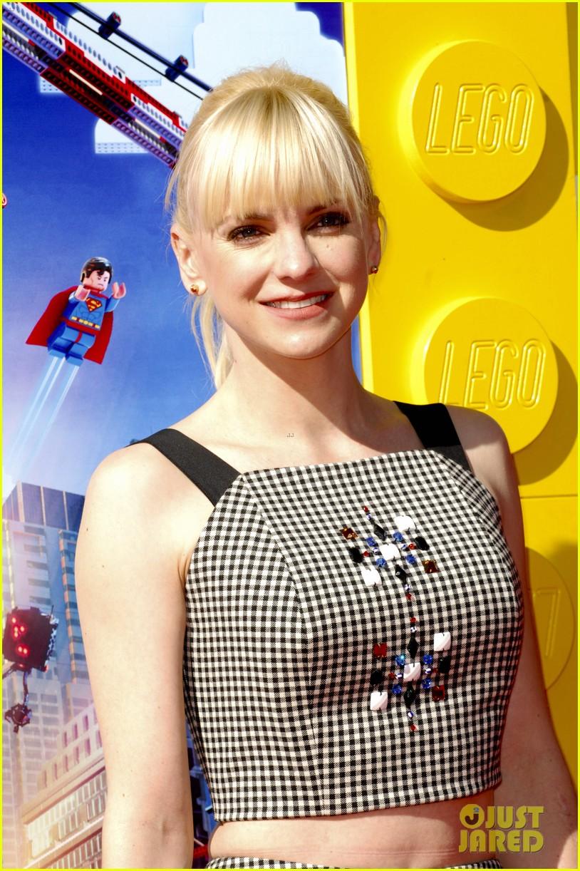 elizabeth banks will ferrell the lego movie premiere 153045740