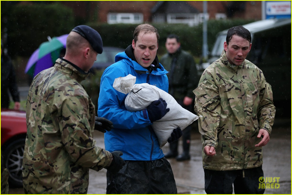 prince william prince harry help defend against uk floods 023054038