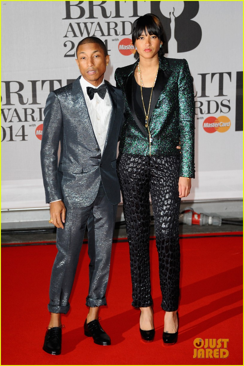 pharrell williams performs happy at brit awards 2014 video 013056453