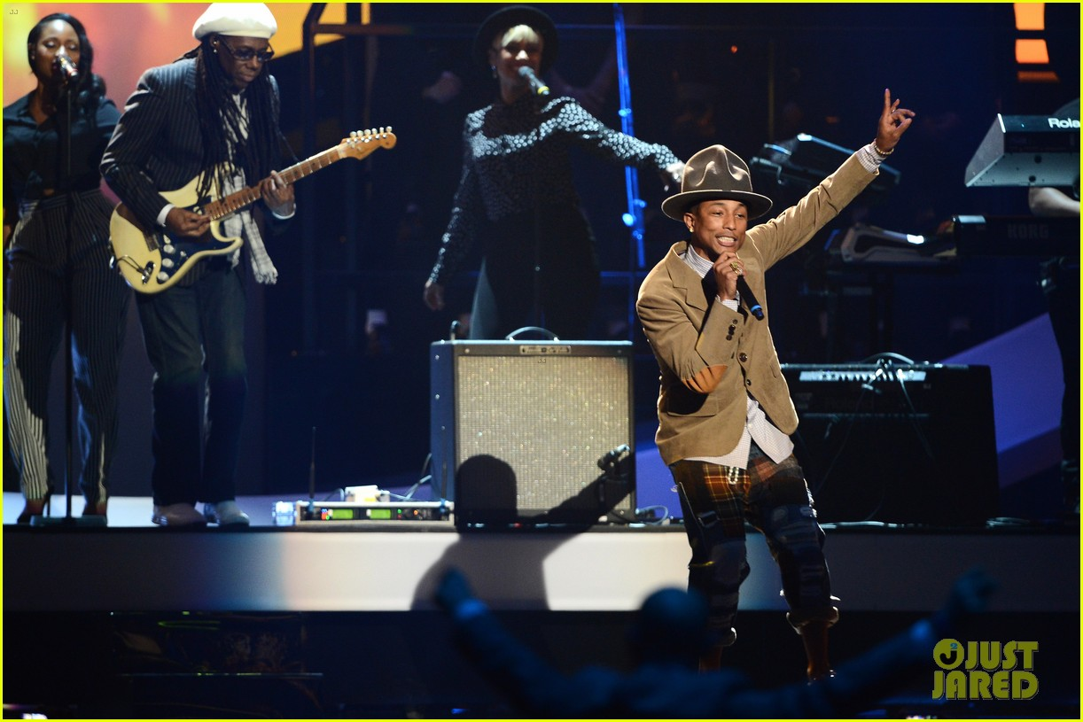 pharrell williams performs happy at brit awards 2014 video 023056454