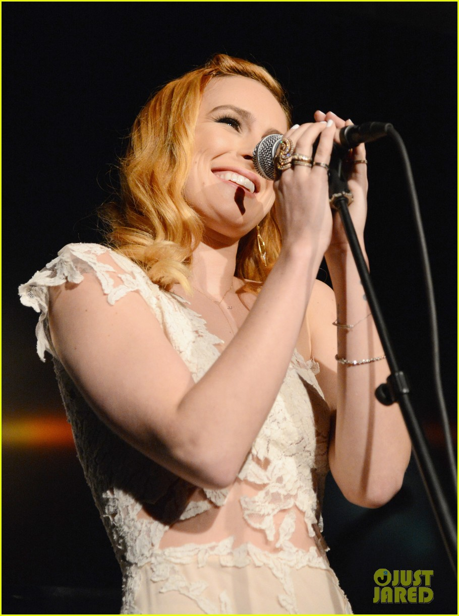 rumer willis belts out a song at hollywood domino gala 043062150