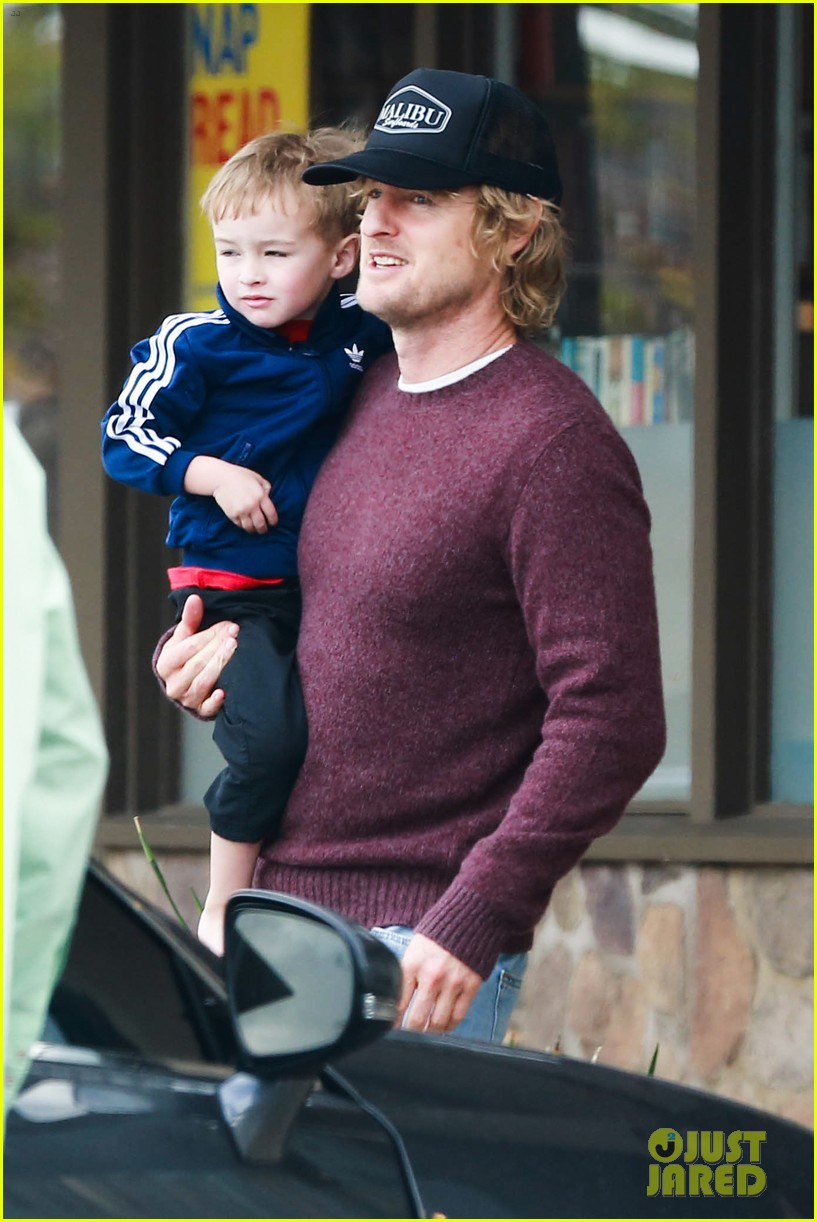 owen wilson is a doting dad after birth of his new son 113046882