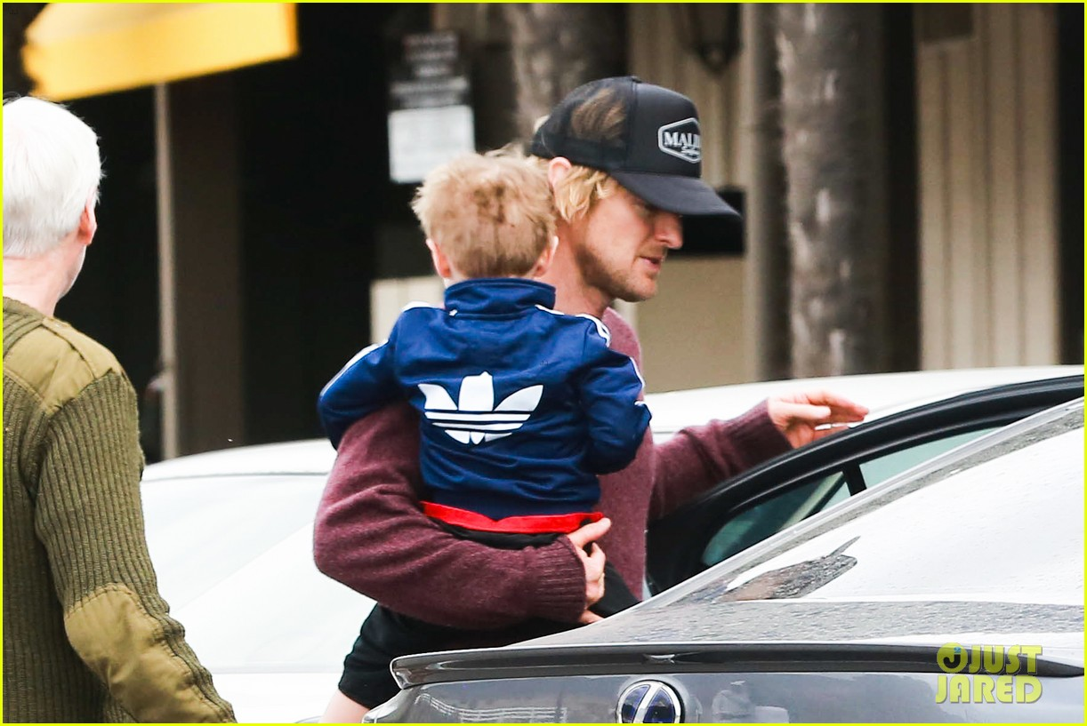 owen wilson is a doting dad after birth of his new son 133046884