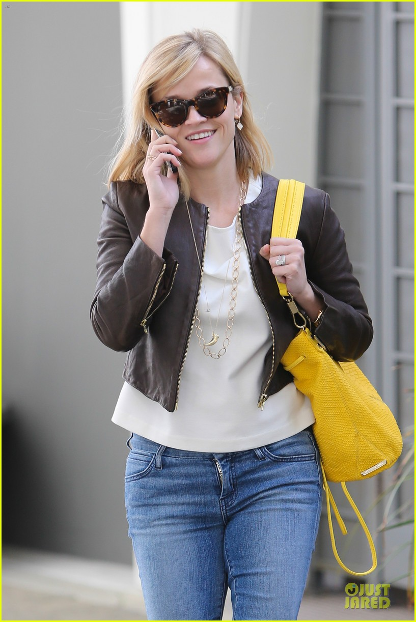 reese witherspoon fierce wild errands following lax landing 023060561