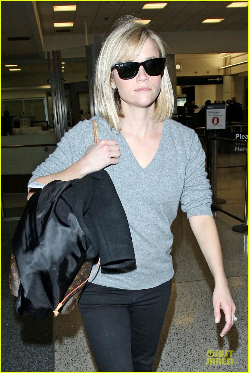 reese witherspoon fierce wild errands following lax landing 043060563