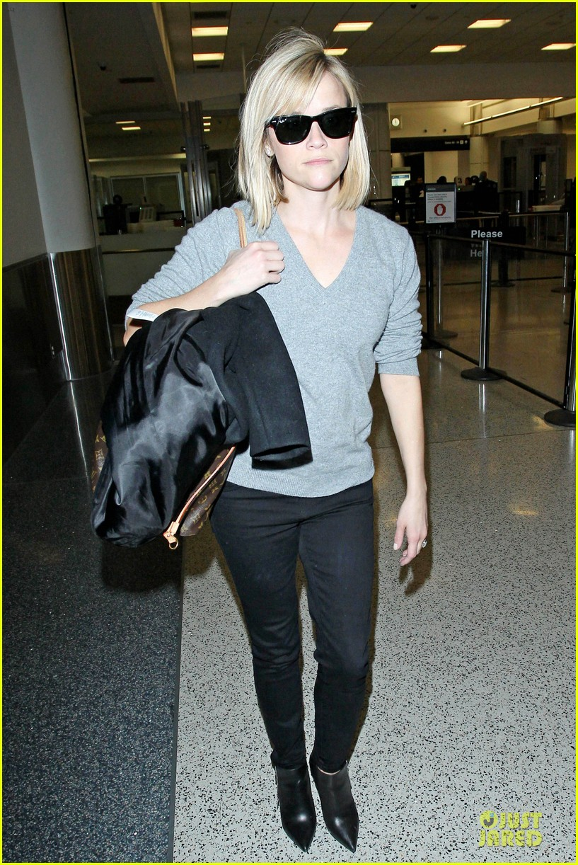reese witherspoon fierce wild errands following lax landing 063060565