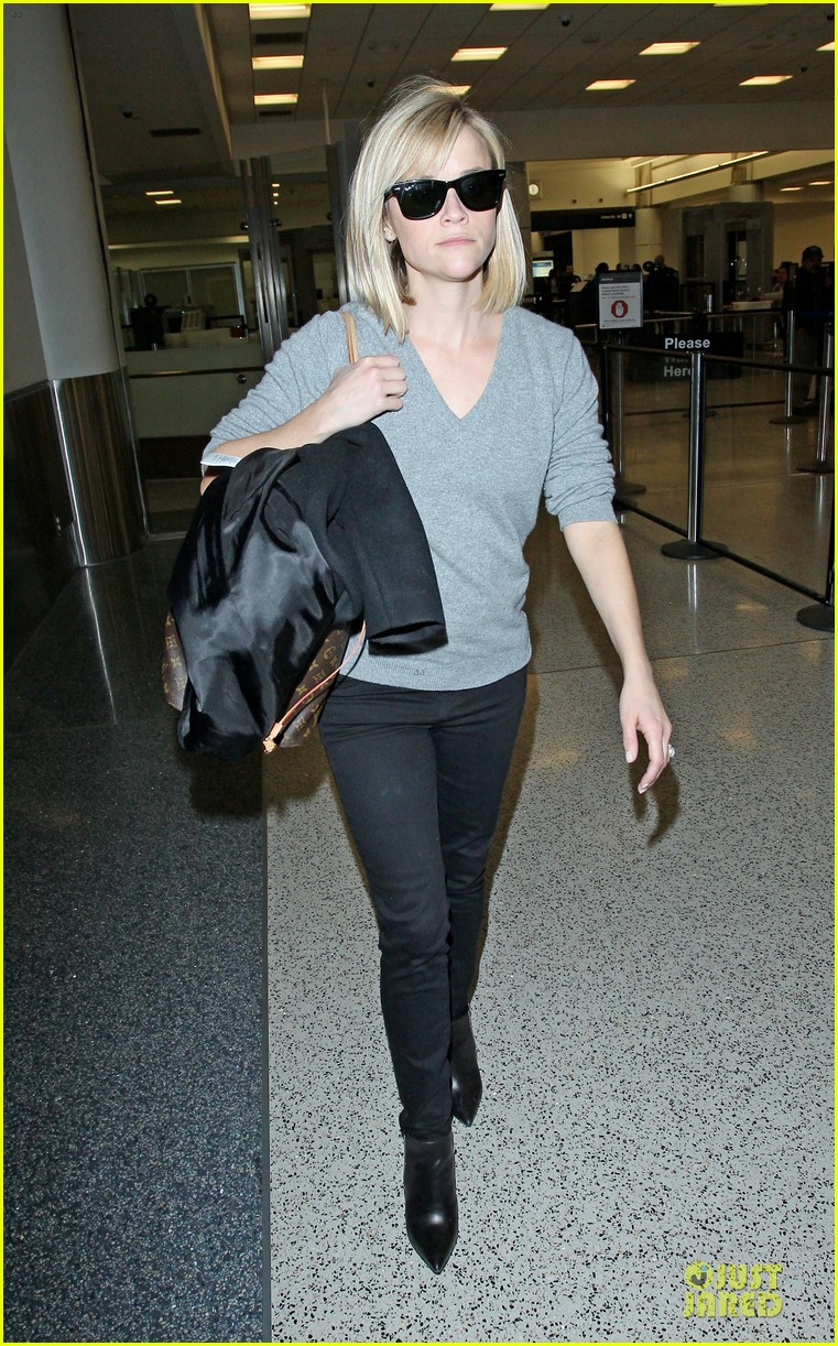 reese witherspoon fierce wild errands following lax landing 083060567