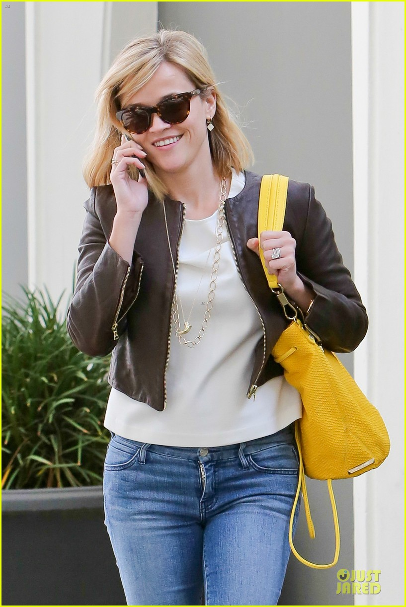 reese witherspoon fierce wild errands following lax landing 21