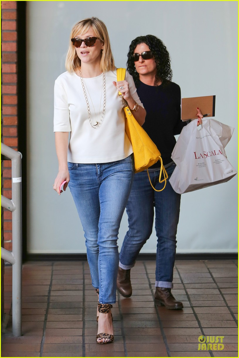 reese witherspoon fierce wild errands following lax landing 223060581