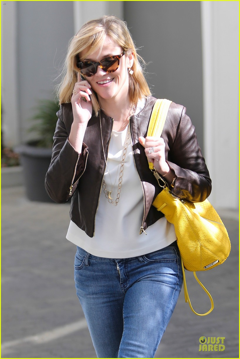 reese witherspoon fierce wild errands following lax landing 25