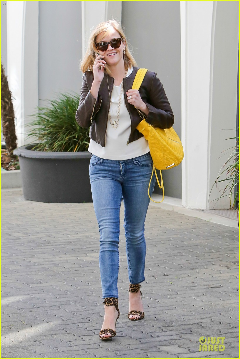 reese witherspoon fierce wild errands following lax landing 28