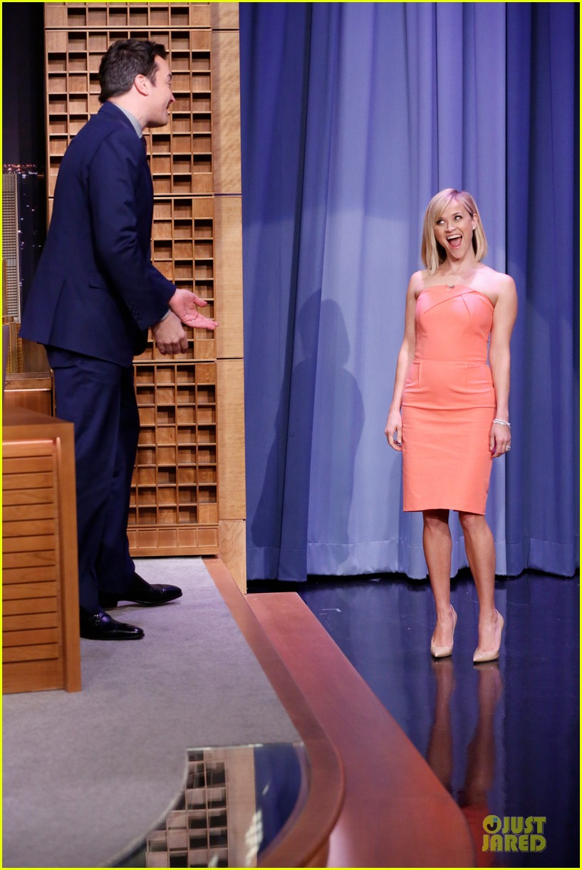 reese witherspoon catch phrase with usher on tonight show 01