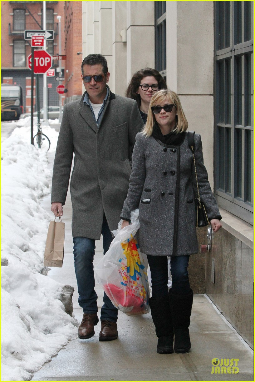 reese witherspoon jim toth matching couple on valentines day 023053673