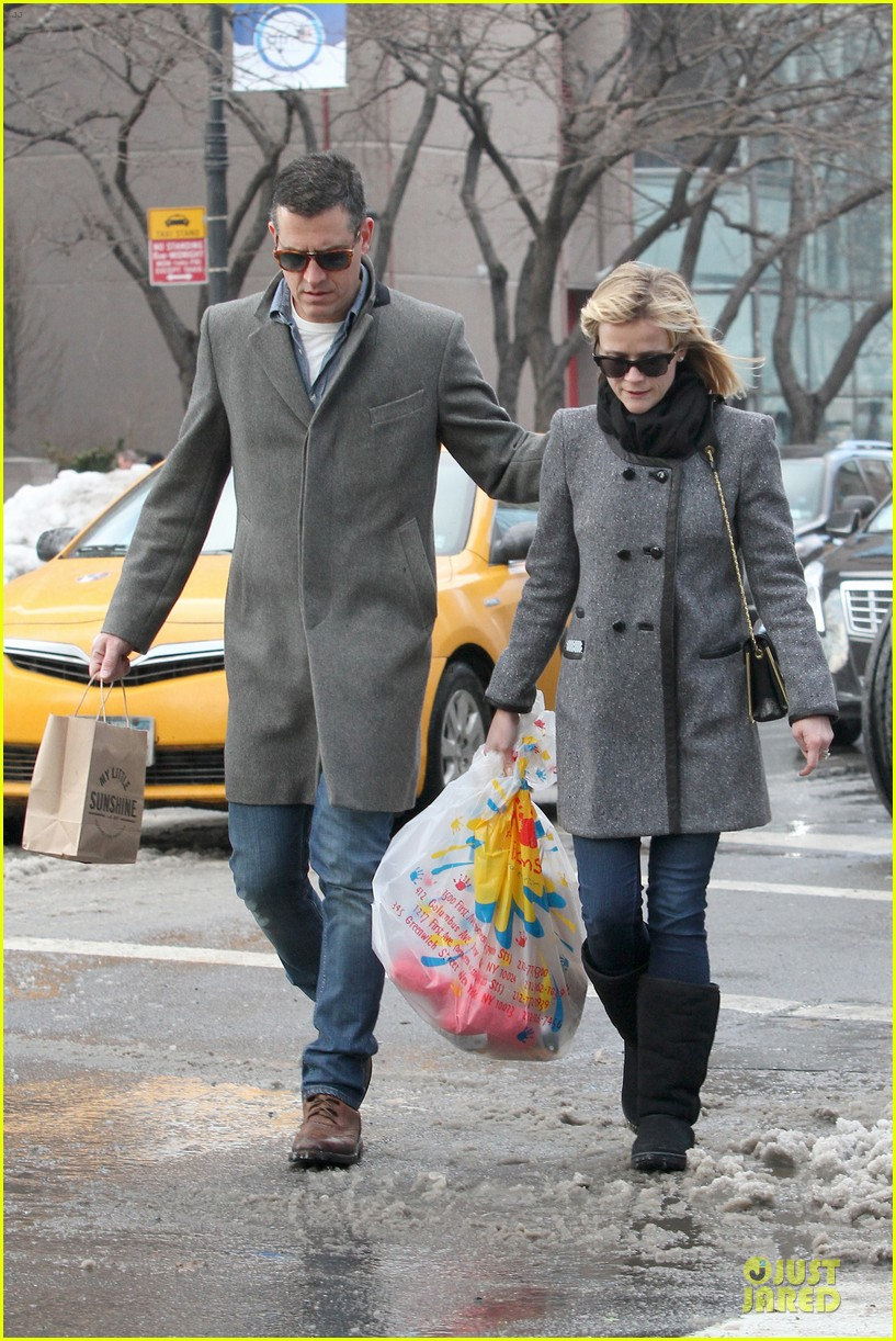 reese witherspoon jim toth matching couple on valentines day 053053676