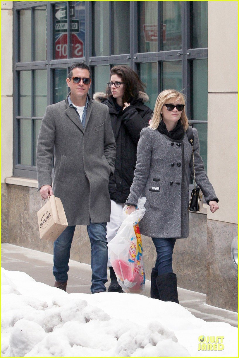 reese witherspoon jim toth matching couple on valentines day 083053679
