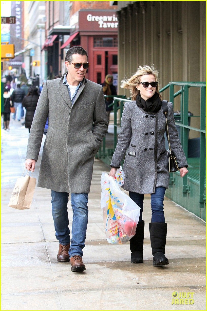 reese witherspoon jim toth matching couple on valentines day 093053680