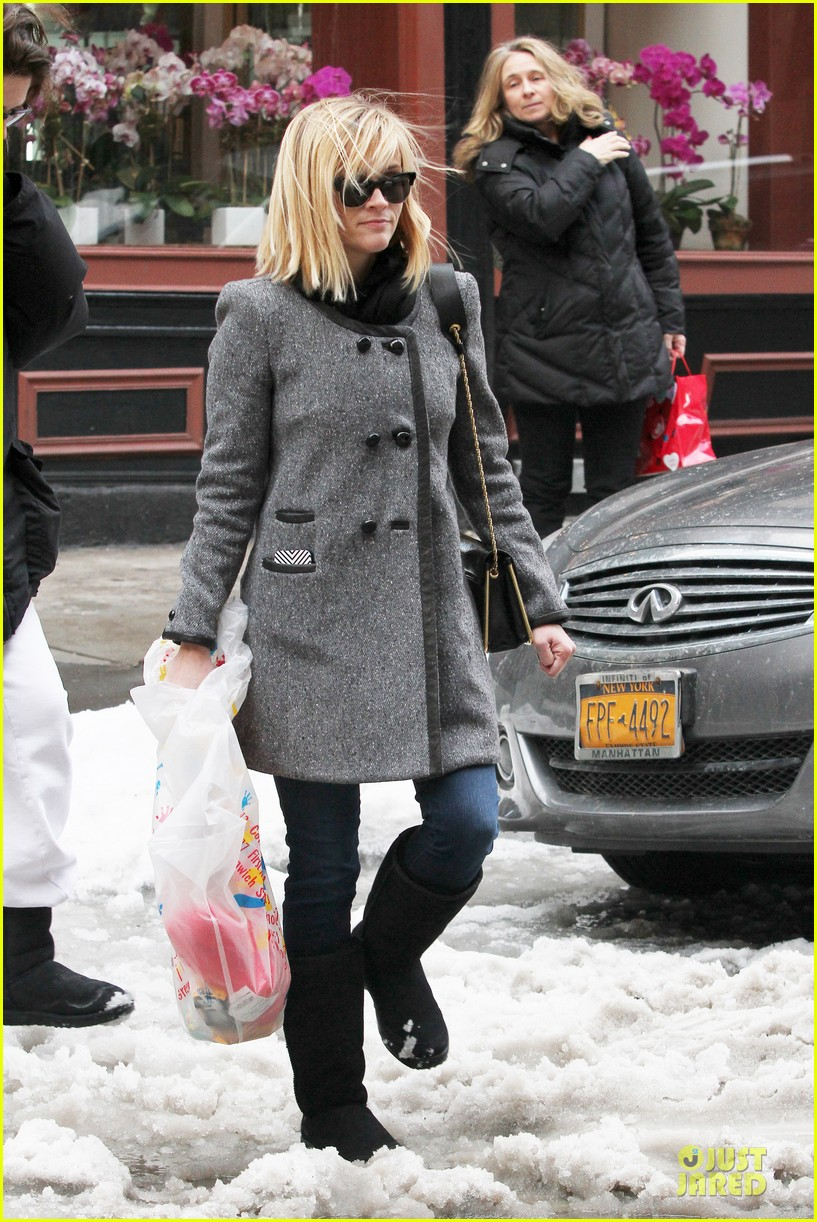 reese witherspoon jim toth matching couple on valentines day 103053681