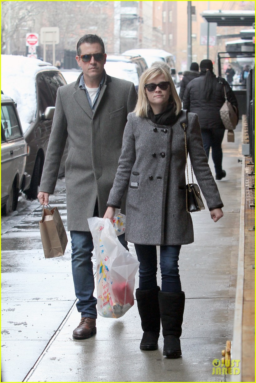 reese witherspoon jim toth matching couple on valentines day 123053683