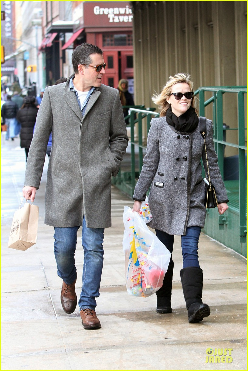 reese witherspoon jim toth matching couple on valentines day 133053684
