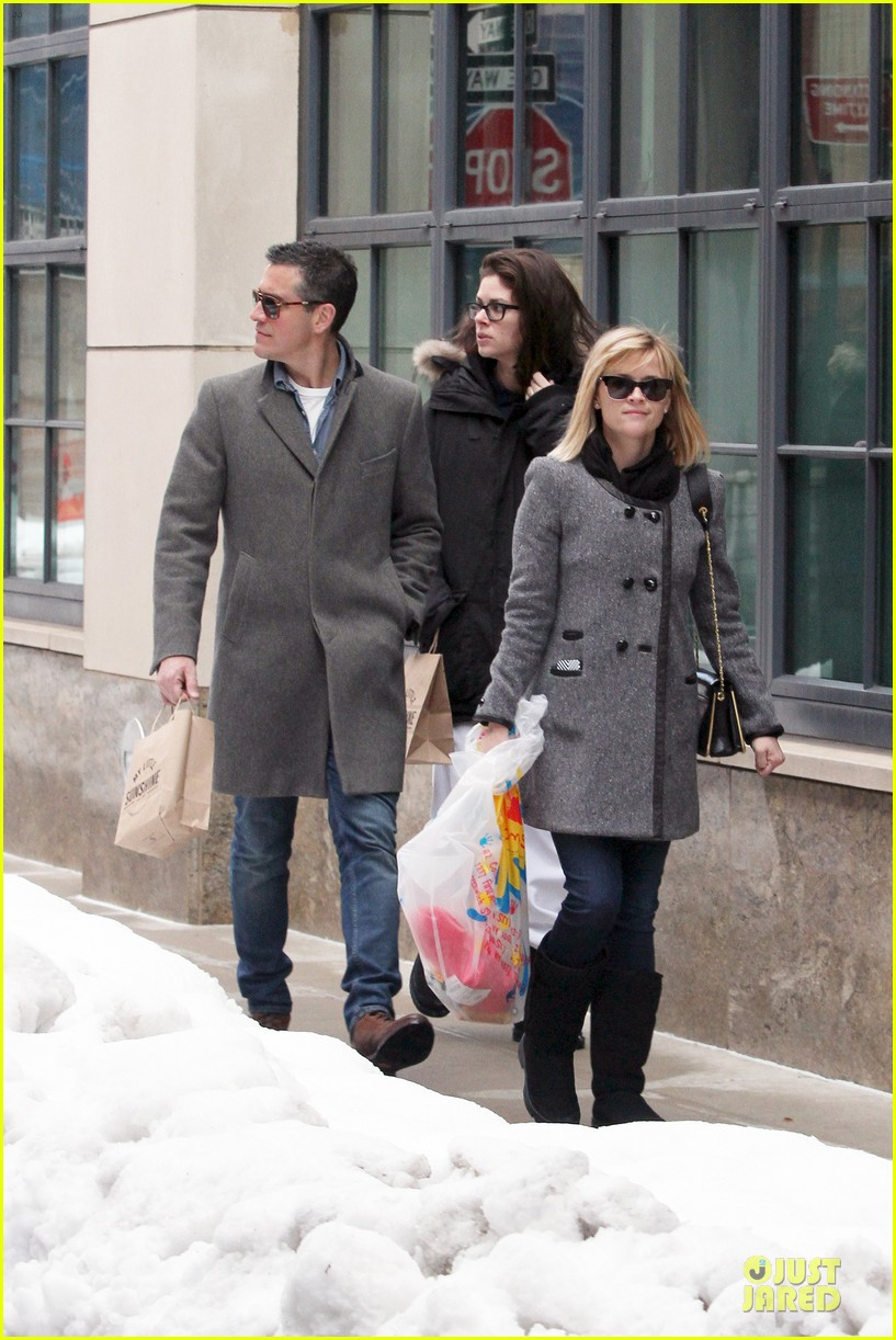 reese witherspoon jim toth matching couple on valentines day 153053686