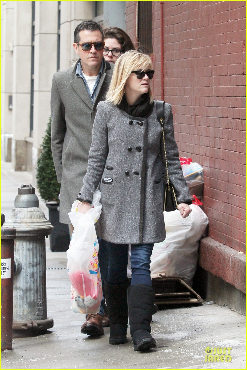 reese witherspoon jim toth matching couple on valentines day 163053687