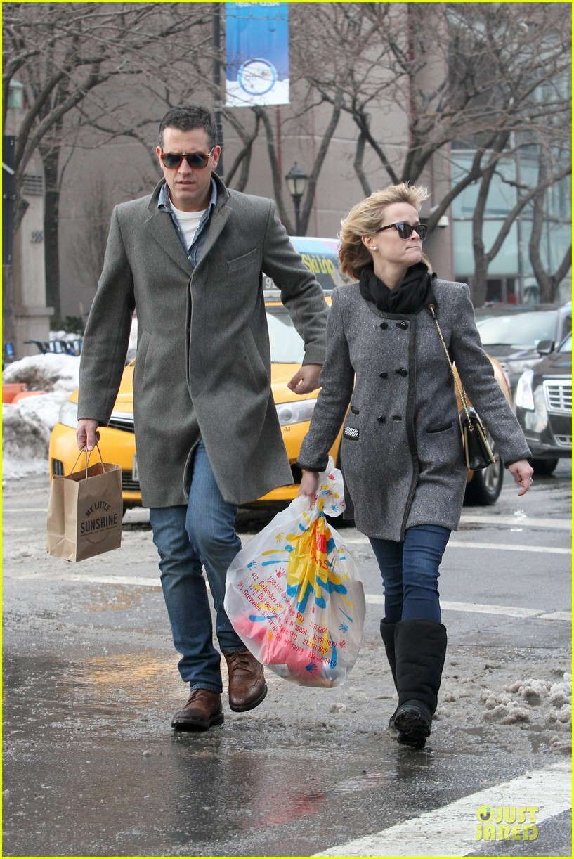 reese witherspoon jim toth matching couple on valentines day 203053691