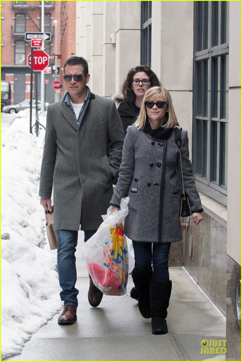 reese witherspoon jim toth matching couple on valentines day 213053692