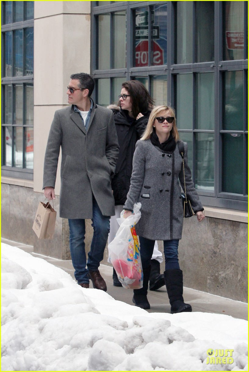 reese witherspoon jim toth matching couple on valentines day 233053694