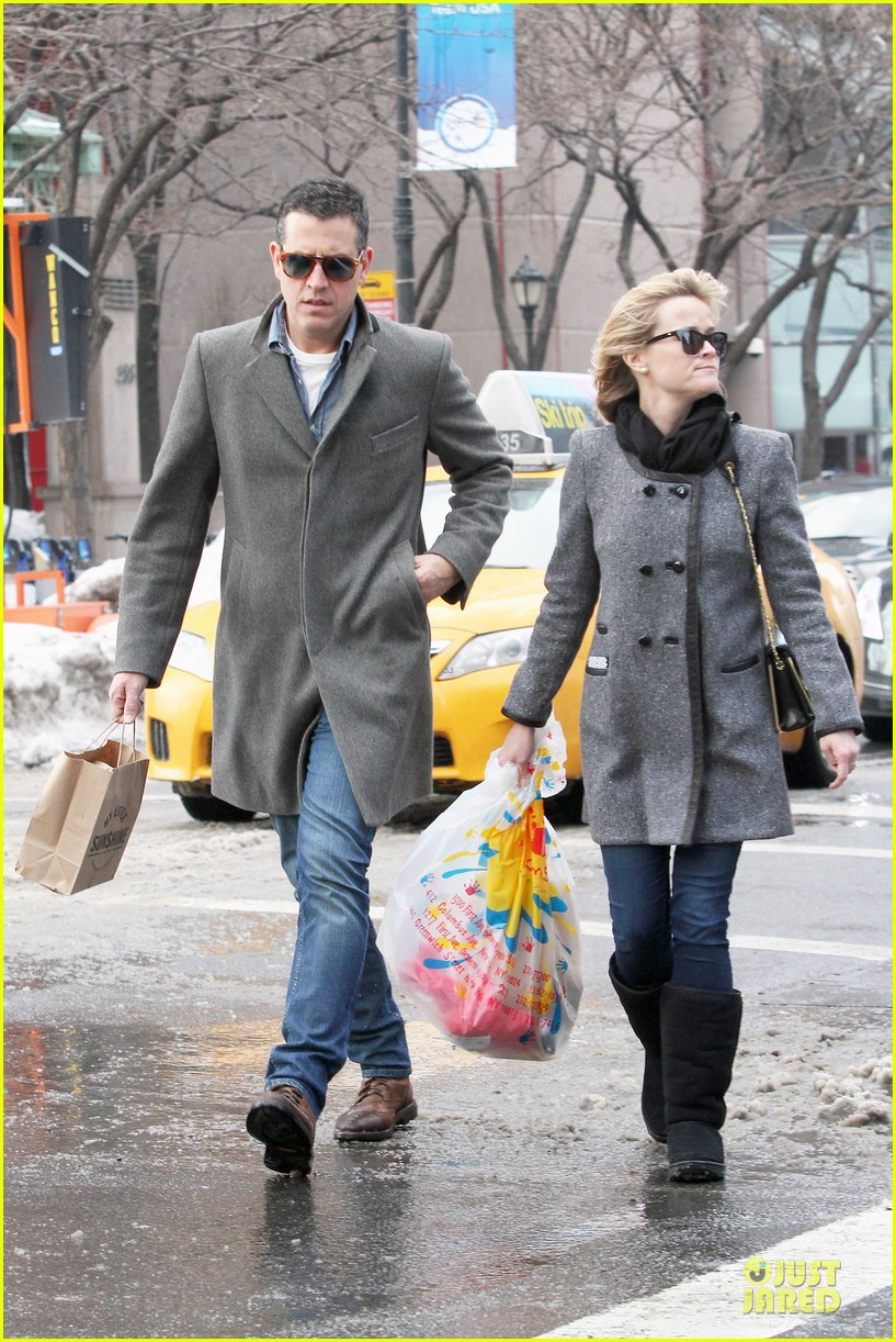 reese witherspoon jim toth matching couple on valentines day 243053695