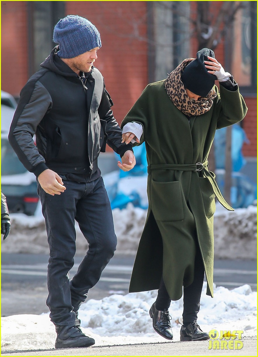 sam worthington strolls big apple with bundled up lara bingle 033054904