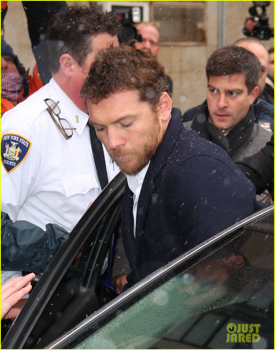 sam worthington leaves court after arrest fuels wedding rumors to lara bingle 073060925