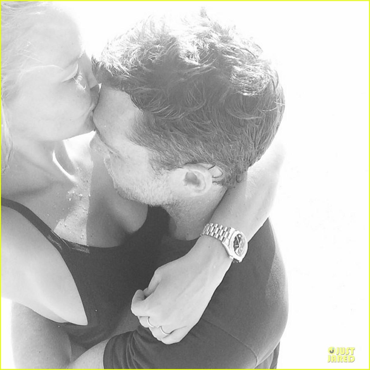 lara bingle shares steamy pic with sam worthington on valentines day 043053845