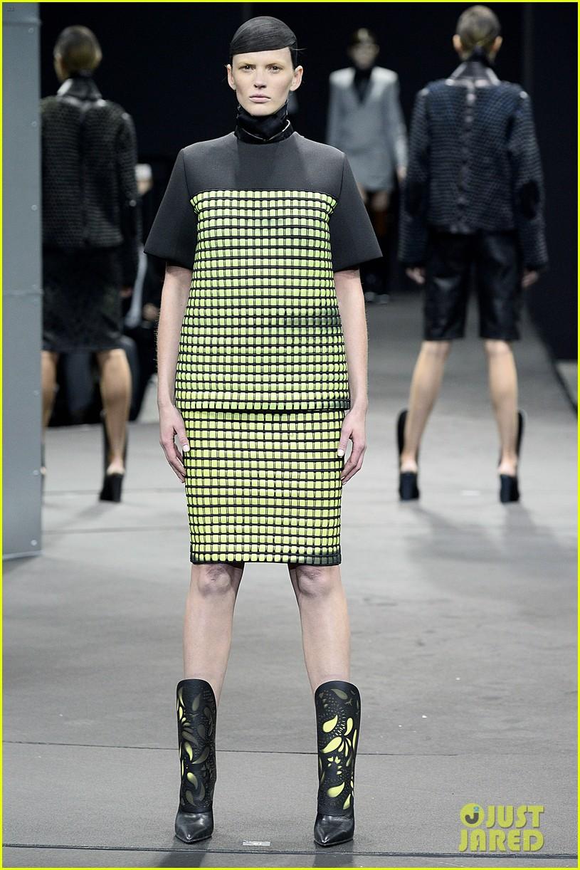 zoe kravitz alexander wang fashion show karlie kloss anne v 043050206